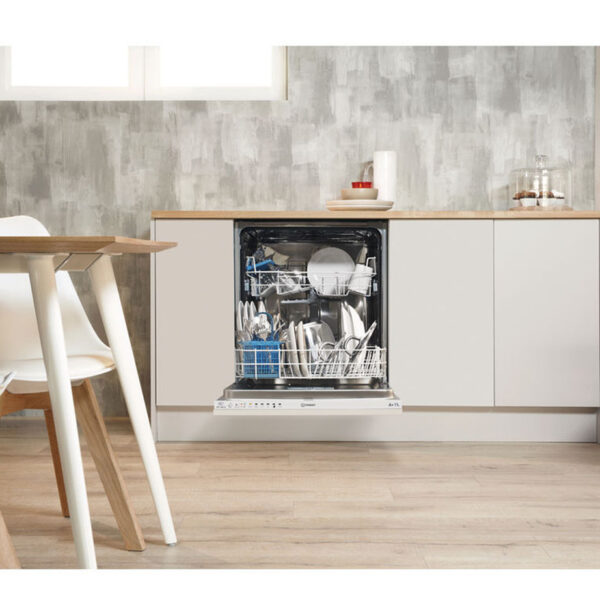 Indesit Integrated Dishwasher in situ