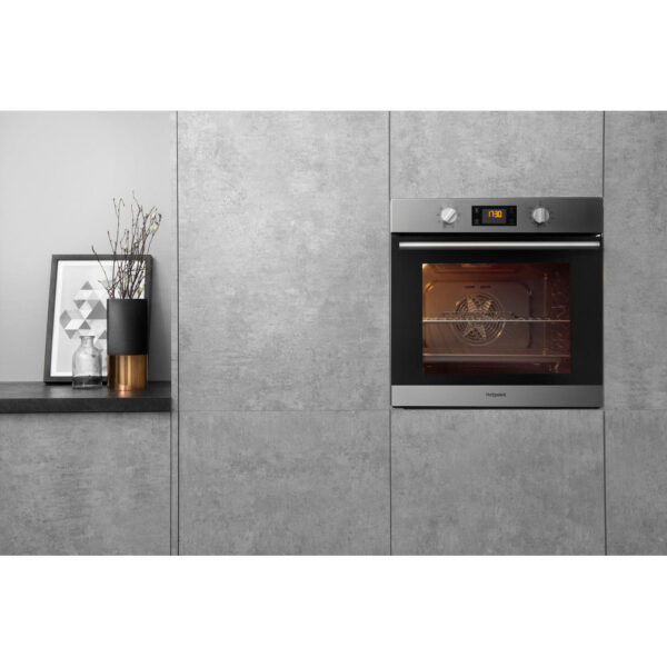 Hotpoint Single Oven in a housing